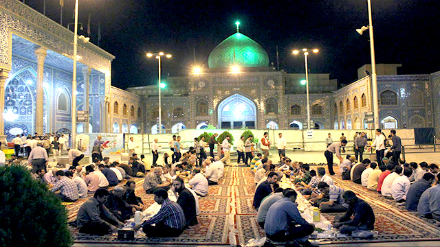 Hosting Fast Pilgrims in Blessed Month of Ramadan in the Divine Court of Hazrat 'Abd al-Azim