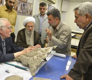 بازدید استاد فرشچیان از کارگاه ساخت ضریح جديد حضرت عبدالعظیم (ع)