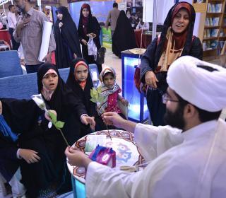 حضور معاون فرهنگی و امور زائران آستان مقدّس در نمایشگاه قرآن