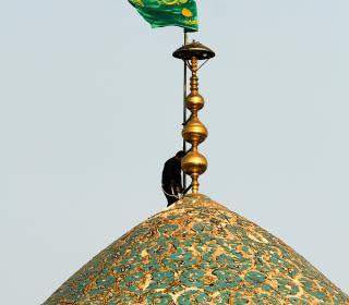 آیین تعویض پرچم گنبد حضرت امامزاده طاهر و حمزه علیهم السّلام - عکاس : رستمی - 8-5-96