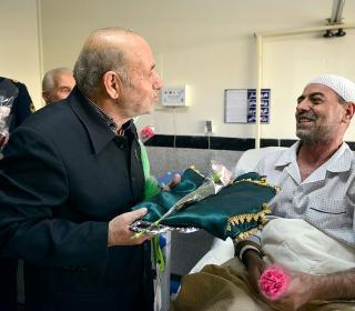 عيادت از بيماران بیمارستان ارتش جمهوری اسلامی ایران / عکس:مصطفی صادقی