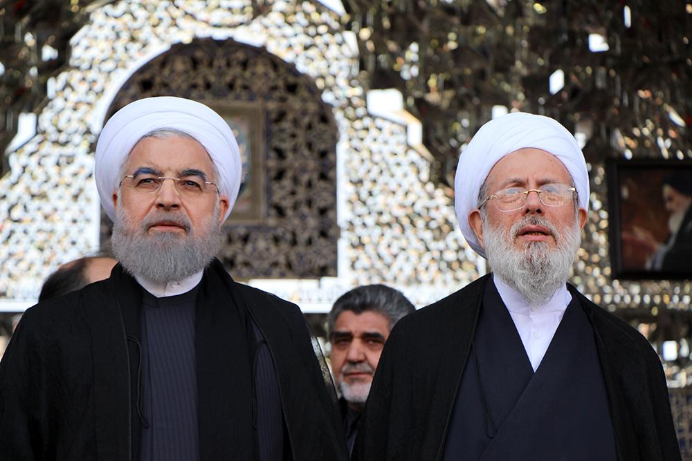 ریاست محترم جمهوری ظهر عاشورا در حرم حضرت عبدالعظیم (ع) به زیارت و عزاداری پرداخت