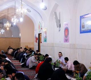 اطعام روزه داران در آستان مقدس حضرت عبدالعظیم علیه السلام - رمضان ۹۷ - پخش شده از شبکه دو سیما