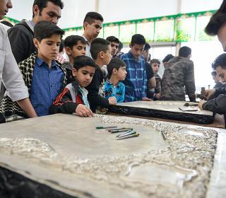آئین بازدید عمومی قلم زنی بخش هایی از ضریح جدید حضرت عبدالعظیم(ع) همزمان با برگزاری مراسم مسلمیه